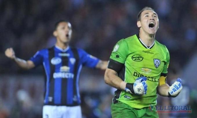 River ganó pero con un heroico arquero Independiente del Valle pasó a cuartos