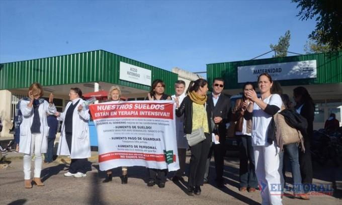 Nueva jornada de protesta de médicos del Hospital Vidal