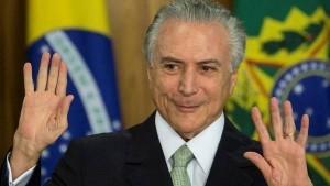 """Temer asumió la presidencia en Brasil: """"Es urgente pacificar la Nación y unir el país"""""""