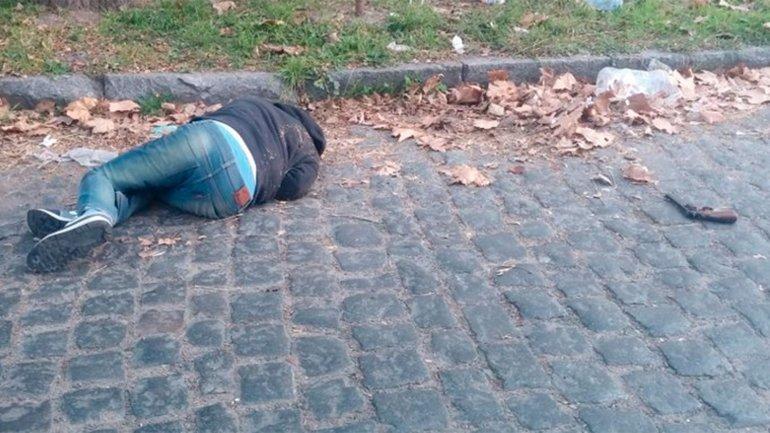 Quisieron asaltar a un policía que se resistió a los tiros: un ladrón murió y otro logró huir