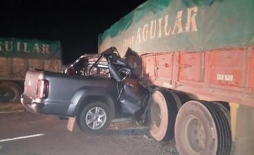 """Murió al chocar con camión que intentaba girar en """"U"""" y quedó atravesado en la ruta"""