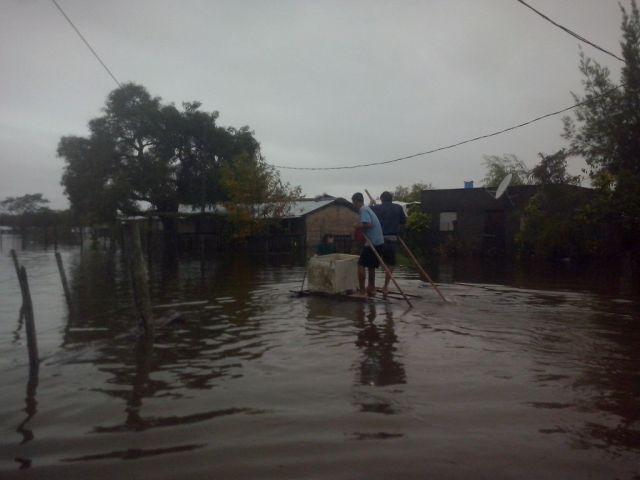 A un mes de las inundaciones, aún hay mil personas evacuadas en tres comunas