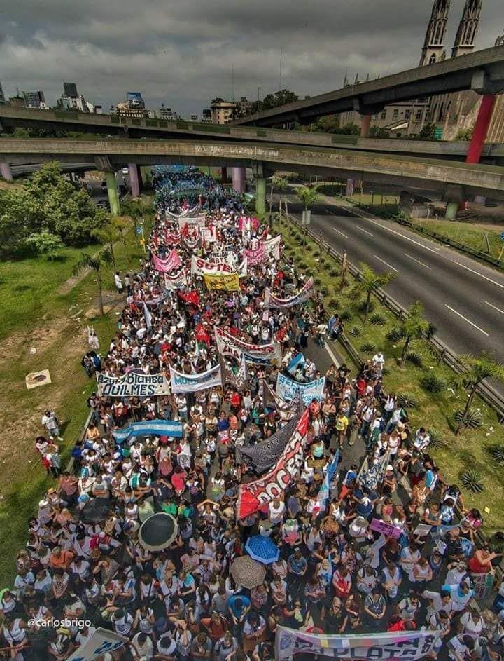 Fue multitudinaria la marcha docente a la Plaza de Mayo