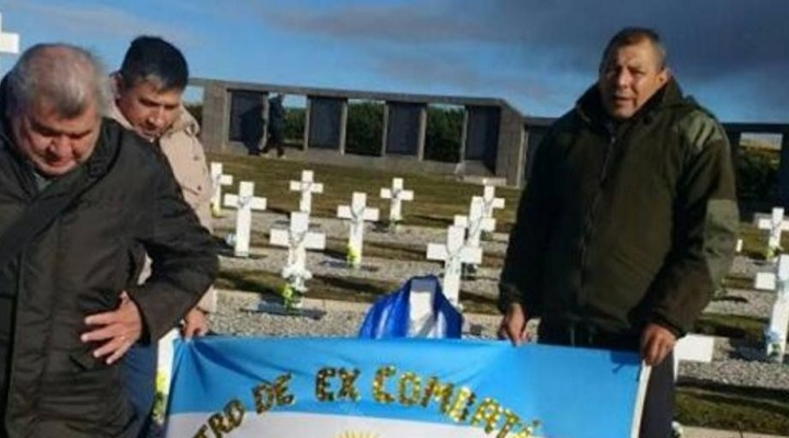 Homenaje de ex combatientes a sus pares caídos en Malvinas