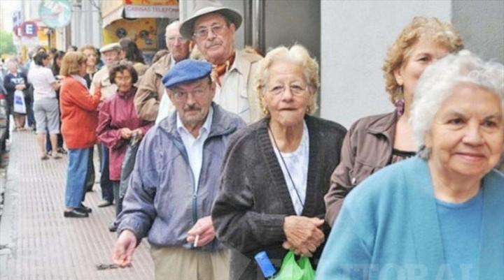 Con el cálculo del Gobierno, el aumento jubilatorio será un 10% menor al de la fórmula del kirchnerismo