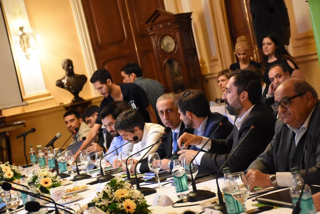 Ministros de economía se comprometieron a no condicionar a la futura gestión