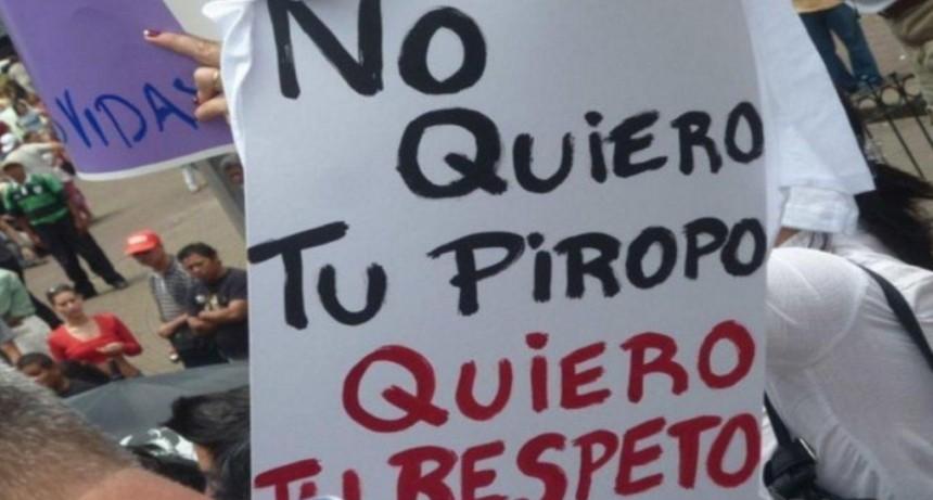 Promulgaron la ley que incluye el acoso callejero como violencia contra la mujer