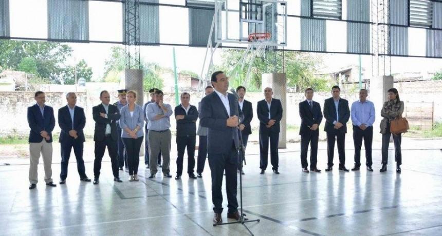 En su visita a cinco comunas, el Gobernador inauguró varios edificios y anunció inversiones