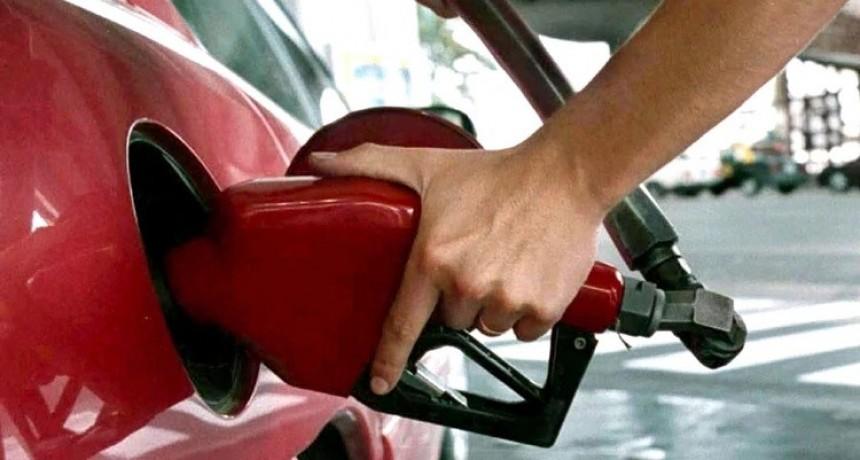 El Gobierno prepara el decreto por el que se congelará el precio de los combustibles al menos hasta octubre