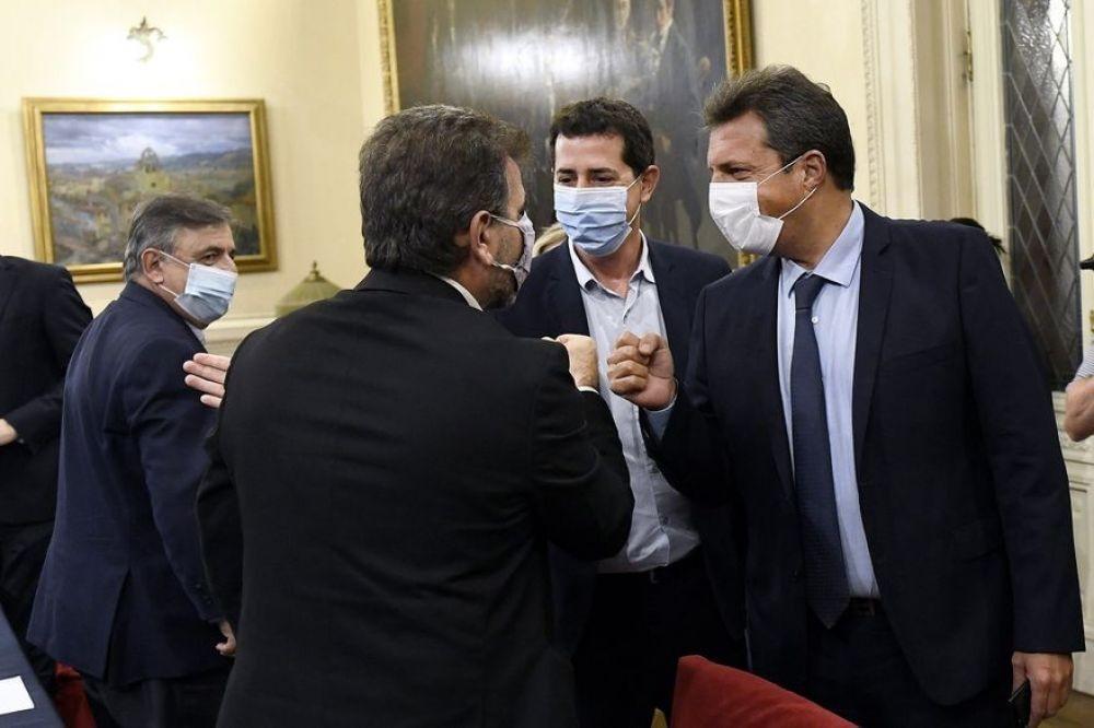 El Gobierno y la oposición postergaron las PASO por un mes
