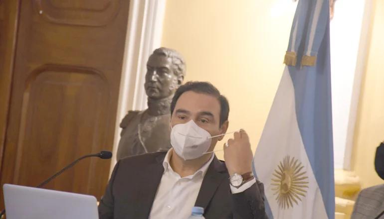 Valdés se debate entre dos fechas para las elecciones