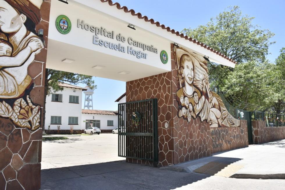 Hospital de campaña: 60% de internados menores de 50 años