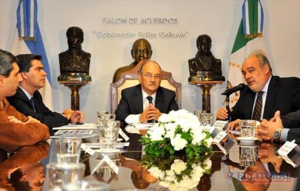 Firman contrato para obra de energía que beneficiará a 100 mil correntinos