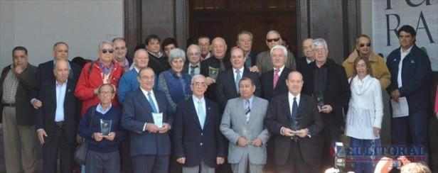 El Senado homenajeó a decanos del periodismo