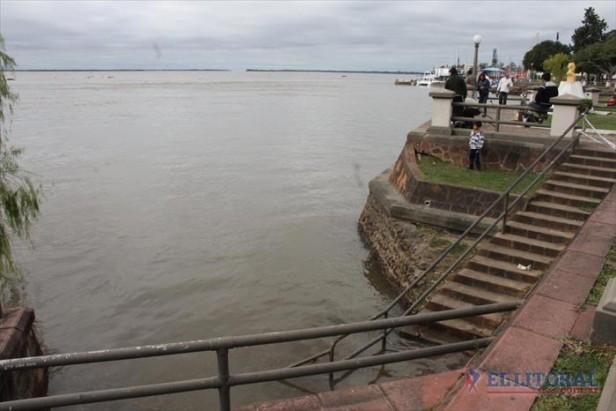 El Paraná se aproxima a los niveles de evacuación: ayer registró 6,99 metros