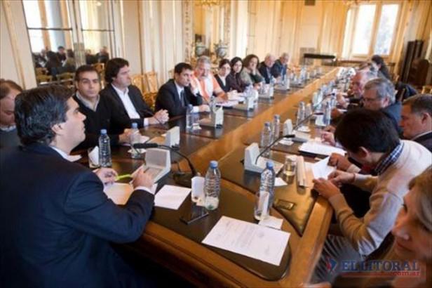 Nación anunció que avanzará con defensas, puertos y casas para localidades ribereñas