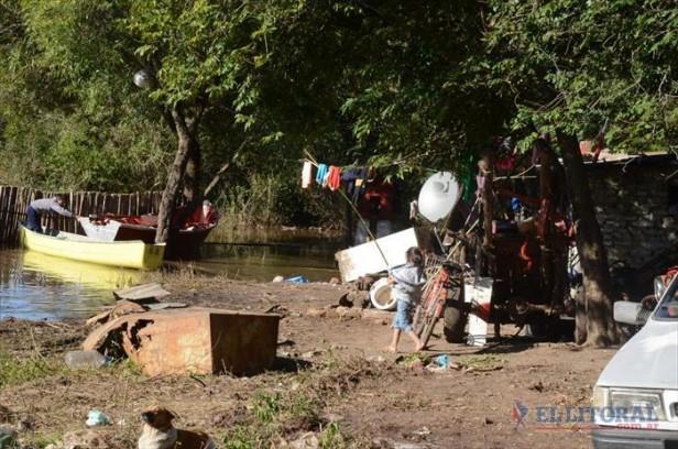 Punta Taitalo, una zona ribereña sitiada por el Paraná y la precariedad socioeconómica