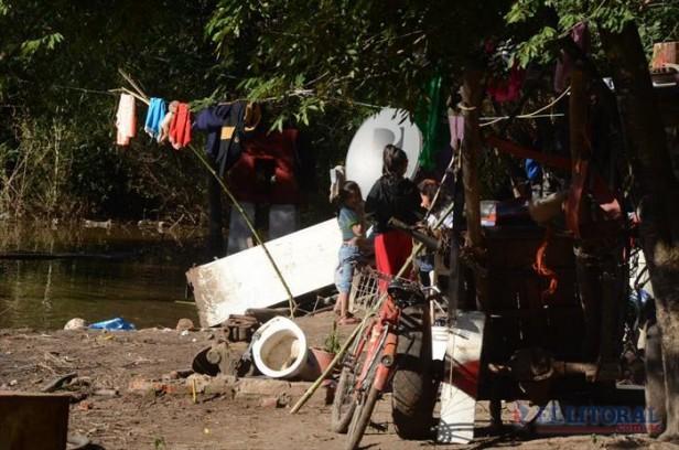 El río continúa en baja y la Municipalidad reforzará el operativo de saneamiento