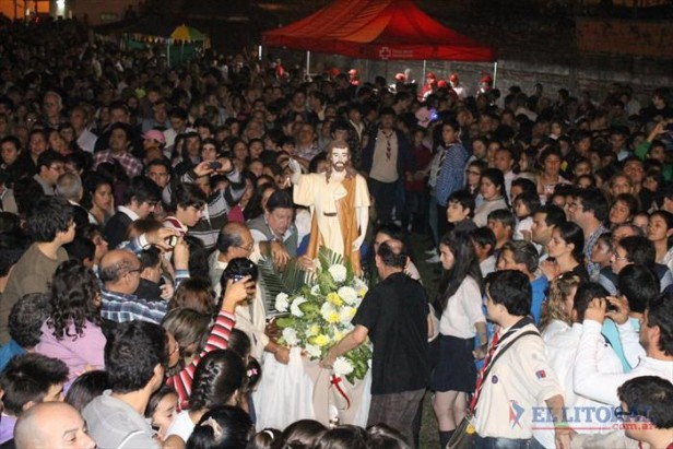 Miles de personas celebraron la noche de San Juan Bautista en el Aldana