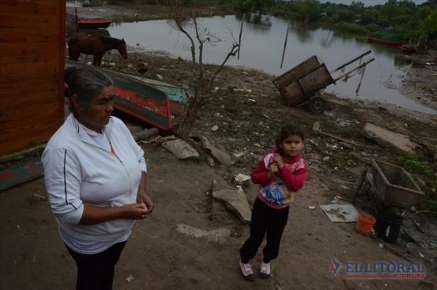 Familias del barrio Itatí volvieron a sus hogares luego de la crecida