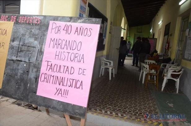 Estudiantes tomaron el Instituto de Criminalística