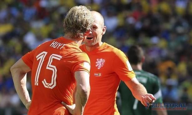 Sobre el final y con un dudoso penal, Holanda le ganó a Mexico