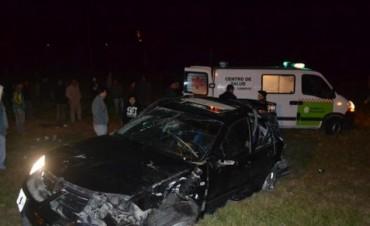 Un muerto y dos heridos tras el despiste y vuelco de un auto en el acceso a Lavalle