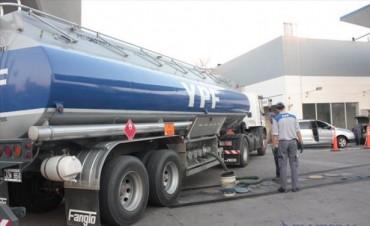 Paro de camioneros amenaza el stock de combustibles