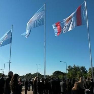 La Bandera de la Ciudad fue izada por primera vez en Costanera Sur