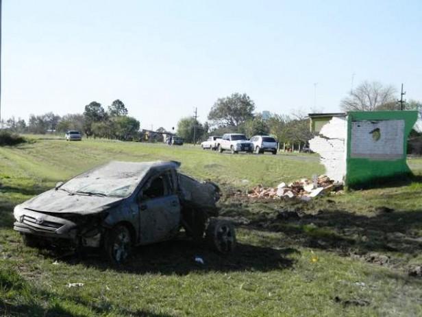 Murió un joven al despistar e impactar contra una garita el auto que conducía