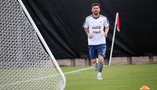 Messi intensificó trabajos antes de viajar con el plantel a Chicago