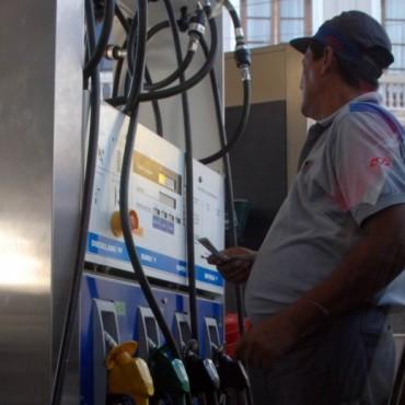Mayo marcó una nueva curva negativa en venta de naftas