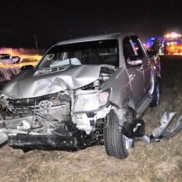 La colisión entre dos camionetas provocó la muerte de una mujer