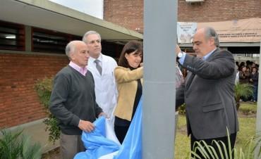 Después de 22 años, flameó la Bandera en el Hospital Escuela