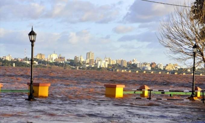 Más de 600 evacuados en Libres y el río no cede