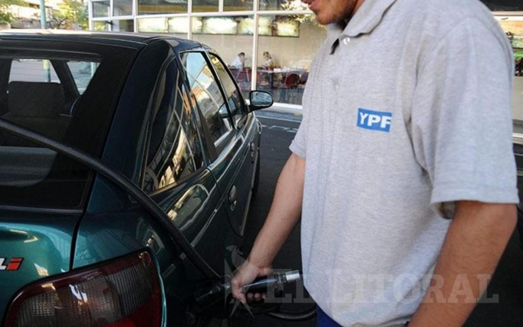 A partir de hoy aumentan hasta un 5% la nafta y el gasoil