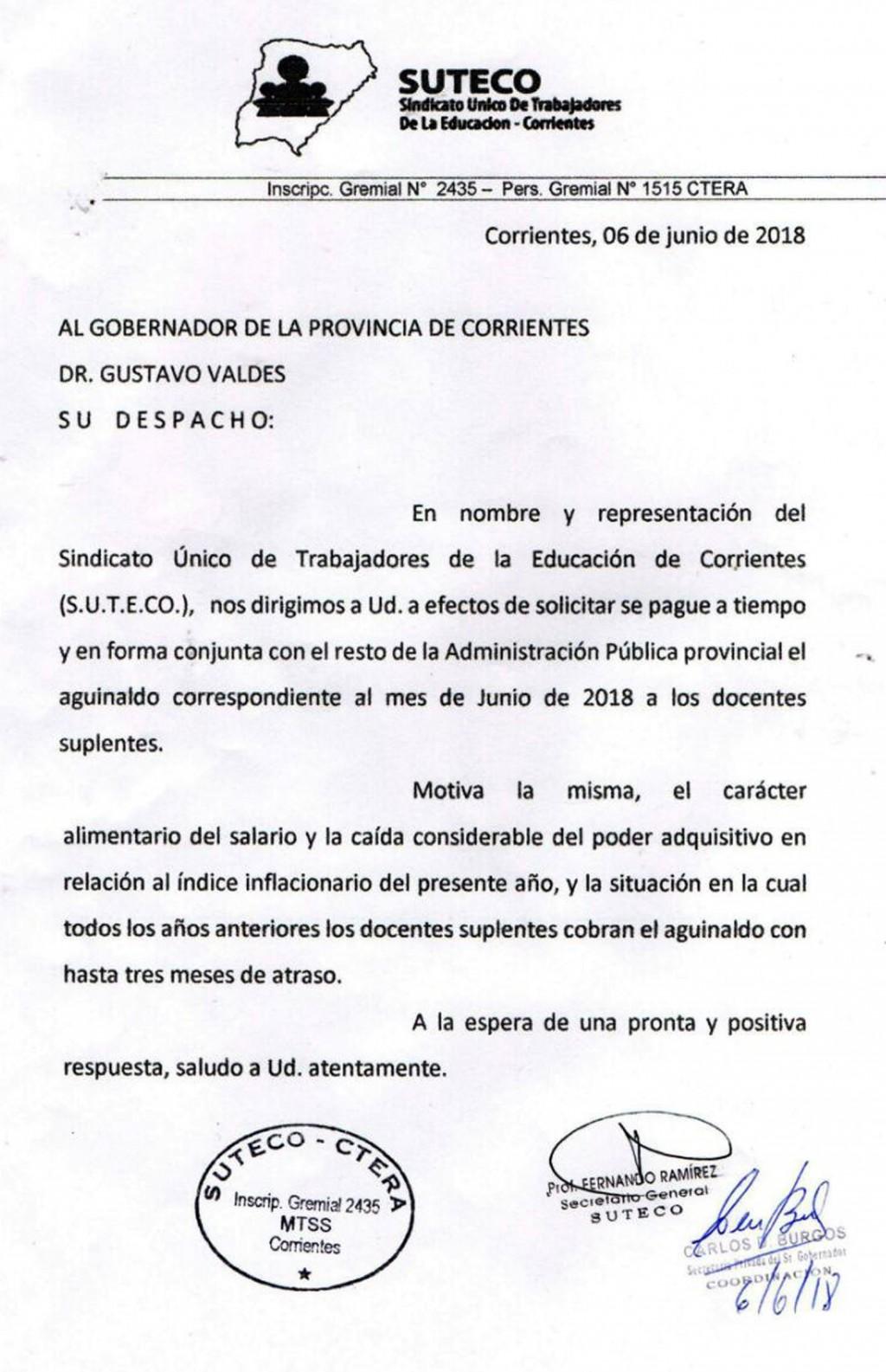 """Exigen aguinaldos de docentes suplentes en """"tiempo y forma"""""""