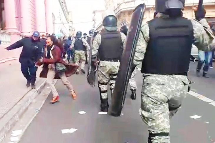 Repudian la represión del gobierno