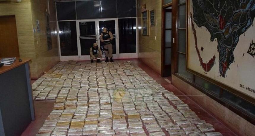 Trasladaban más de 700 kilogramos de marihuana en las ruedas de un tractor