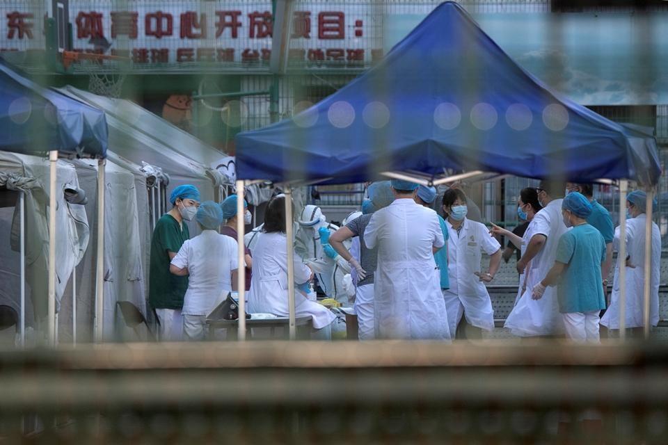 Advierten que el virus que circula en Pekín puede ser más agresivo que el de Wuhan