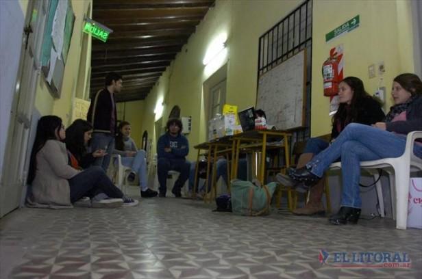 Alumnos de Criminalística pasaban la noche en el instituto como protesta