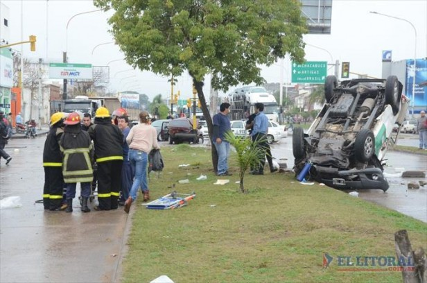 Impactantes imágenes del accidente entre un auto y ambulancia