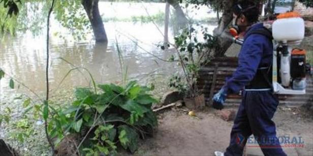Santo Tomé: el río sigue bajando, se mantiene el número de evacuados y fumigan las viviendas