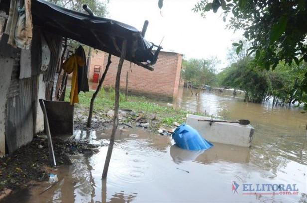 Vecinos de La Tosquera solicitan ayuda urgente ante la crecida del río