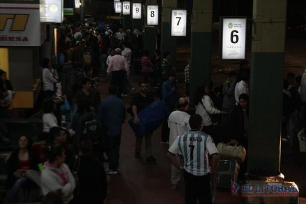 Fiebre mundialista: más de 500 correntinos partieron ayer a Rio sólo con el pasaje en mano