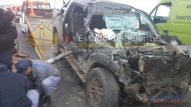 Un hombre murió al chocar contra un camión en el puente