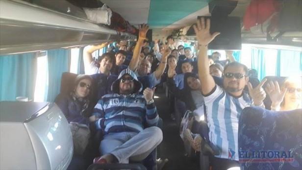 Correntinos rumbo a Rio, un viaje a pura pasión futbolera y cargadas a brasileros