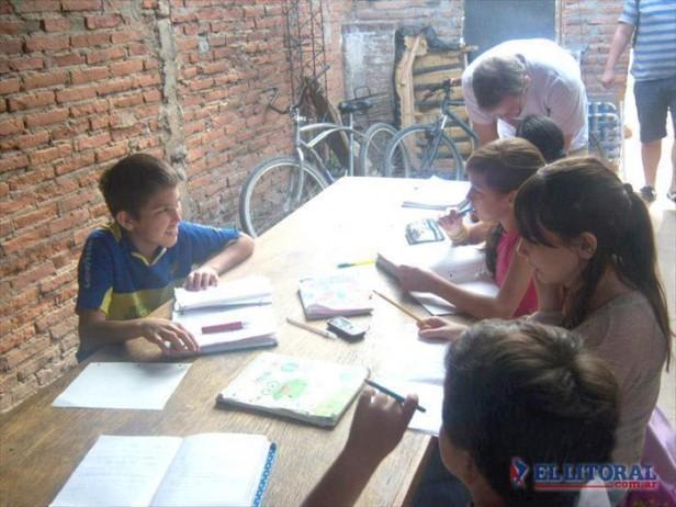 Sólo el 11 por ciento de los correntinos brindan apoyo escolar en sus hogares