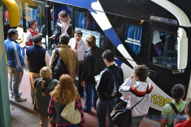 La UTA suspendió el paro de colectivos a la espera de una solución para hoy