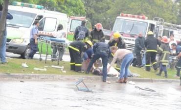 Murió una enfermera en el vuelco de una ambulancia tras brutal accidente